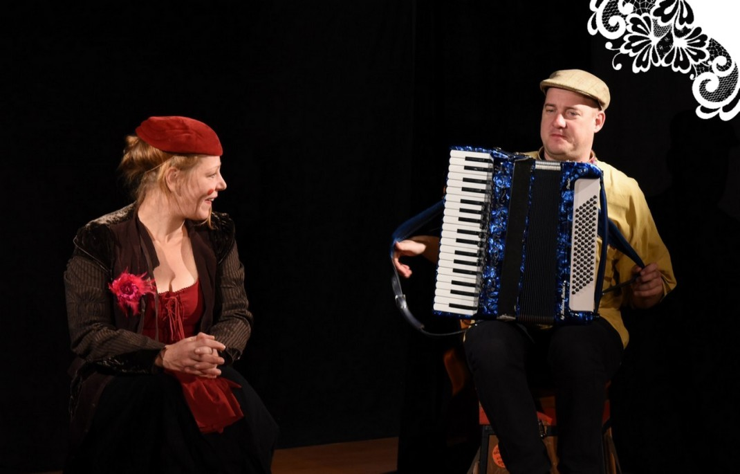 pecheurs-d-histoires-spectacle-de-rue-jeune-public-famille-conte-chanson-musique-theatre-objet-3